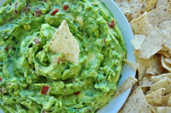 Guacamole and chips_Sharon Chen_delishplan-dot-com
