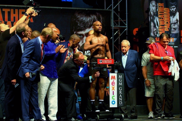 Floyd-Mayweather-Jr-official-weigh-in-before-Pacquiao-May-2-2015-fight_Pixabay-Wikimedia-Commons